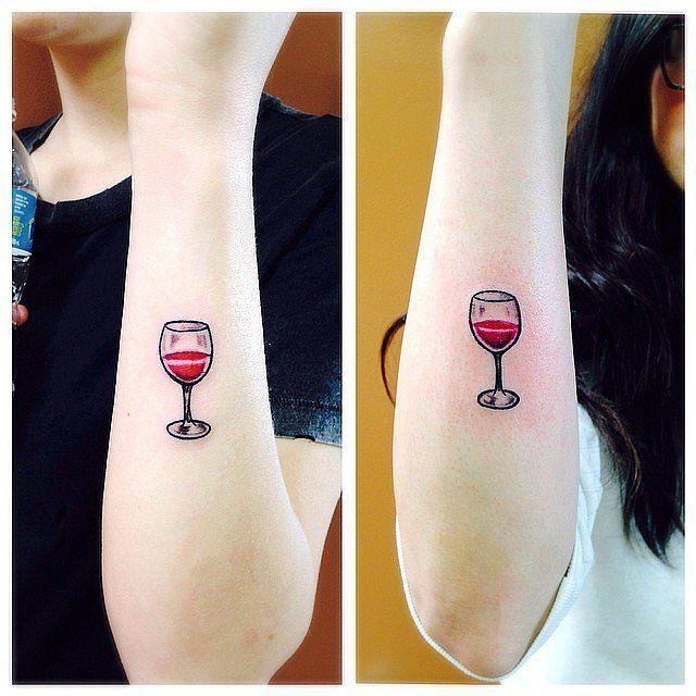 top 14 des tatouages sur le th me du vin les itineraires de charlotte. Black Bedroom Furniture Sets. Home Design Ideas